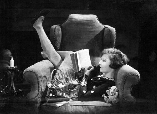 womenreading1
