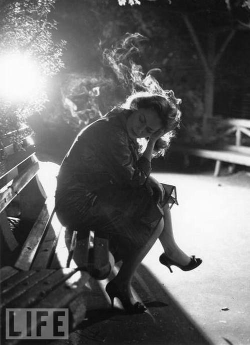 9b8a27c2400f1bad267c4abe1a12e5e0--lost-in-thought-women-smoking
